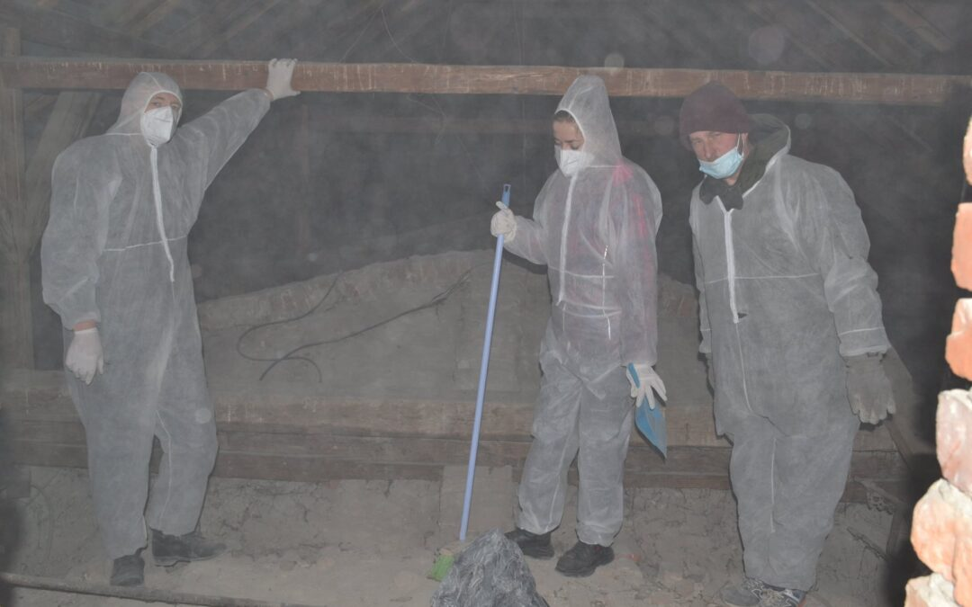 Cleaning churches by the Ukranian partner